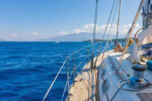 Plavba lodí na moři v Řecku
